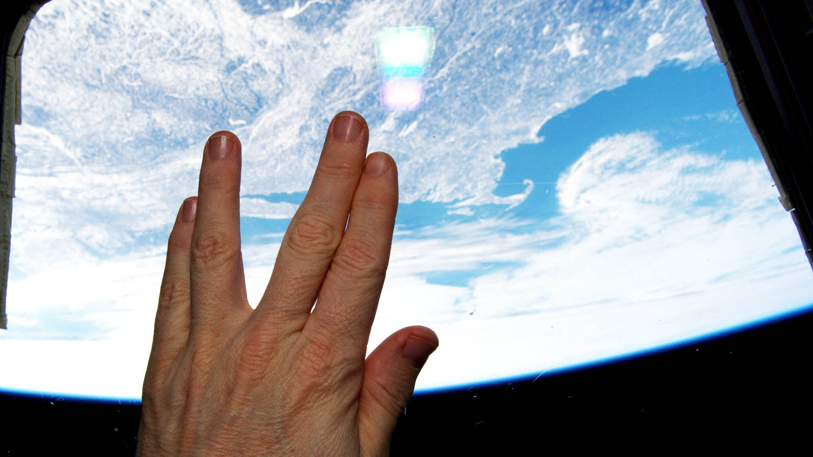 Astronaut_Salutes_Nimoy_From_Orbit